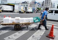 働く車 荷物を運ぶ荷車