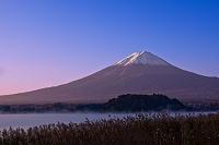 山梨県 紅富士と河口湖