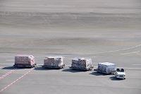 成田国際空港 トーイングトラクター パレット上の貨物