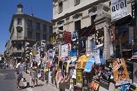 演劇祭のポスターと町並
