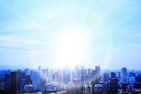 大阪府 都市の高層ビル群と光