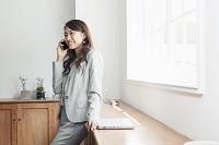 20代女性ビジネスイメージ