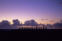 チリ イースター島 アフ・トンガリキのモアイ像