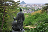 吉田松陰像と萩の街