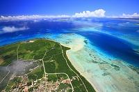 沖縄県 竹富島上空より黒島方面を望む