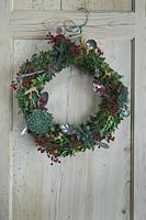 ドアにかけるクリスマスリース
