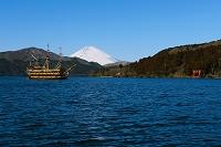 神奈川県 箱根 芦ノ湖と遊覧船