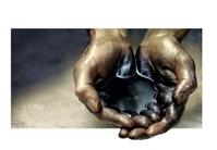 石油を掬う手