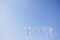 青空とまっ白な洗濯物