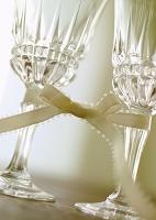 リボンで結んだワイングラス