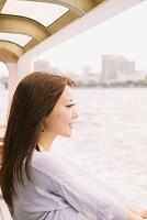 シーバスに乗る女性