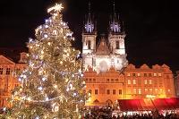 チェコ プラハ クリスマスマーケットとティーン教会