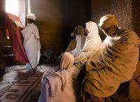 祈りをする人々 聖ガブリエル・ラファエル教会