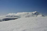 富山県 立山の春 大日岳(左)と奥大日岳(右)