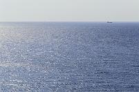 石川県 能登 青く輝く日本海を望む