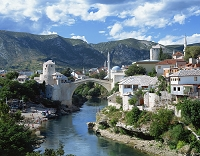 ボスニア・ヘルツェゴビナ モスタル市街とスタリ・モスト(橋)