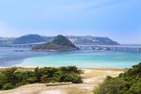 角島大橋と青い海