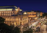 オーストリア ウィーン 国立オペラ座とオーパンリンク/夜景
