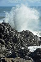 高知県 荒波のしぶき(台風からのうねり)