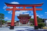 京都府 伏見稲荷大社の大鳥居と楼門
