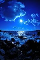 熊野灘から寄せる波