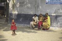 バングラデシュ・パハルプール 女の子とサリーの女性たち