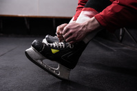アイスホッケー用のスケート靴
