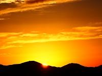 北アルプス燕岳より後立山連峰、双六岳付近に夕陽が沈む