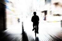 自転車を漕ぐ人
