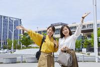 女子旅をする日本人女性