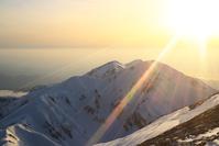 富山県 剣御前小舎付近から望む大日三山と夕日