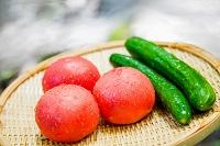 清流で野菜を冷やす 夏の食