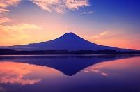 静岡県 夜明け前の富士山