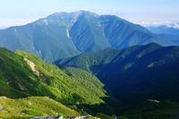 山梨県 北岳肩の小屋付近から仙丈ケ岳