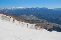 五龍スキー場アルプス平より白馬の街を望む