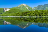 長野県 上高地 大正池と焼岳