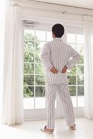 腰痛に悩む中年日本人男性