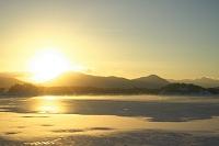 福島県 北塩原村 桧原湖の朝日