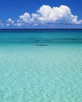 沖縄県 ペパーミントブルーの海
