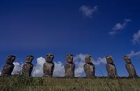 チリ イースター島 アフ・アキビのモアイ像