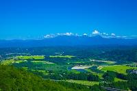 新潟県 小千谷市 信濃川と流域の田園と越後三山