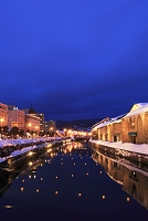 北海道 小樽運河の雪あかりの路