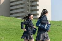 走る女子高校生