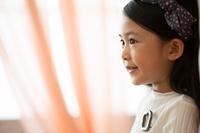 ほほえむ日本人の女の子