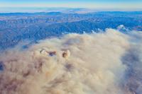 アメリカ合衆国 カリフォルニア州 たなびく山火事の煙