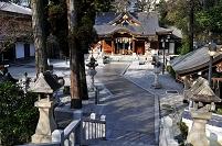 兵庫県 宝塚市 伊和志津神社の参道から本殿を見る