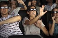 3D映画を楽しむ観客
