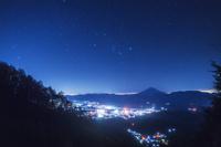 山梨県 櫛形林道より望む富士山と星空