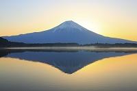 静岡県 朝の富士山と田貫湖
