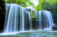 日本 熊本県 春の鍋ヶ滝